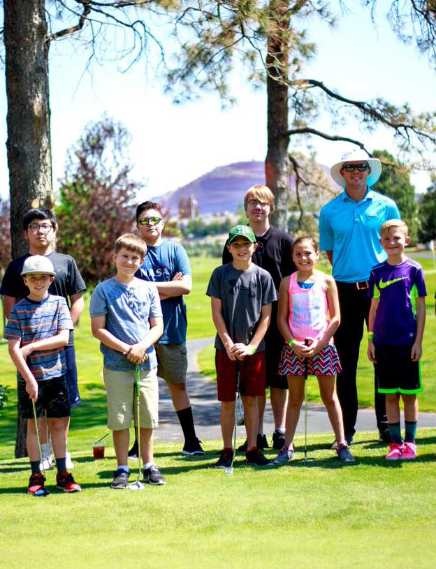 Young golfers with pro at CCC